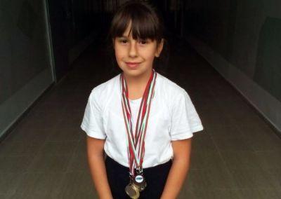 Таня Петрова Гуторанова 3г клас с медали от състезания по таекуондо - Изображение 1